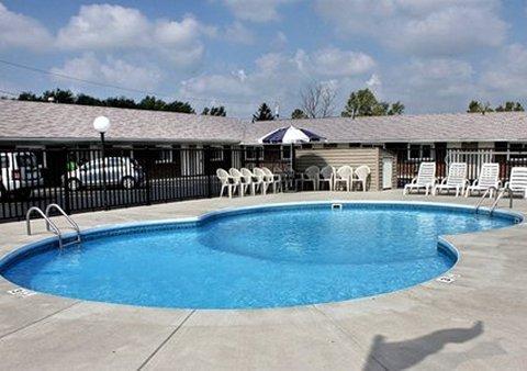 фото Rodeway Inn & Suites Niagara Falls 487783165