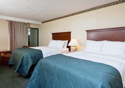 фото Clarion Inn & Suites 487787582