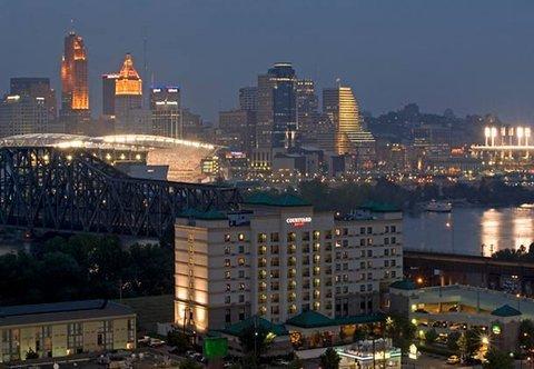 фото Courtyard Cincinnati Covington 487792463