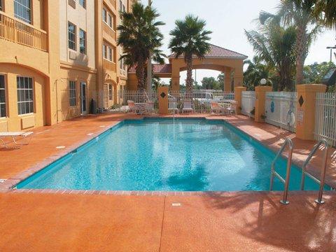 фото La Quinta Inn & Suites Fort Pierce 487793367