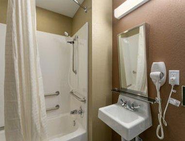 фото Microtel Inn & Suites by Wyndham Ann Arbor 487794873