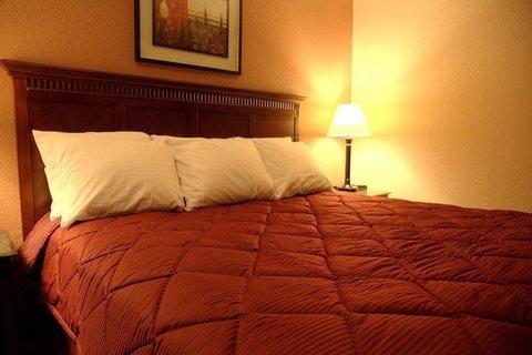 фото GuestHouse Inn Fort Wayne 487797836