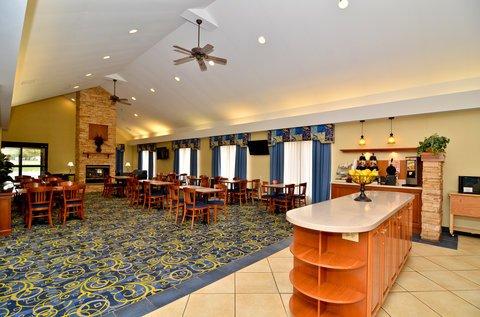 фото Best Western PLUS Galleria Inn & Suites 487797948