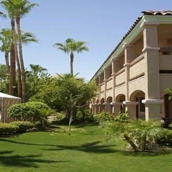 фото La Fuente Inn & Suites 487798954