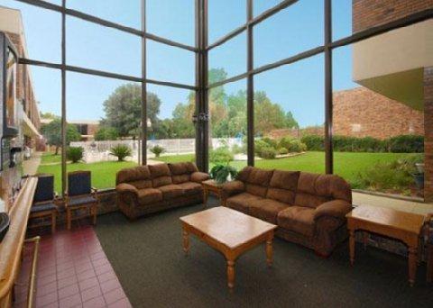 фото Econo Lodge Inn & Suites 487804032