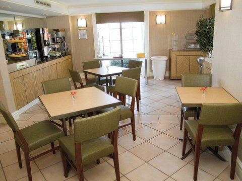 фото La Quinta Inn Mobile 487805464