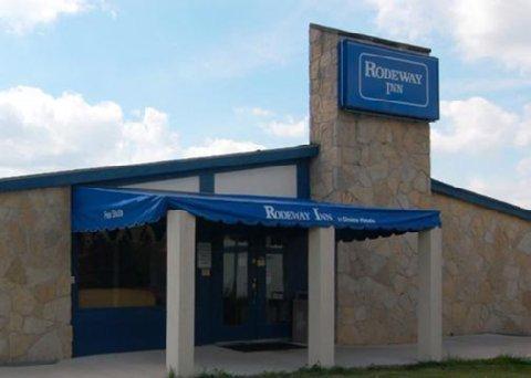 фото Rodeway Inn Romulus 487810338