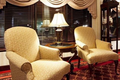 фото Hoffman Inn & Suites 487819057