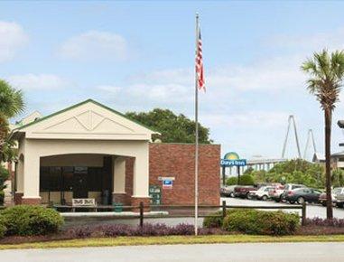 фото Charleston - Days Inn Patriots Point 487822277
