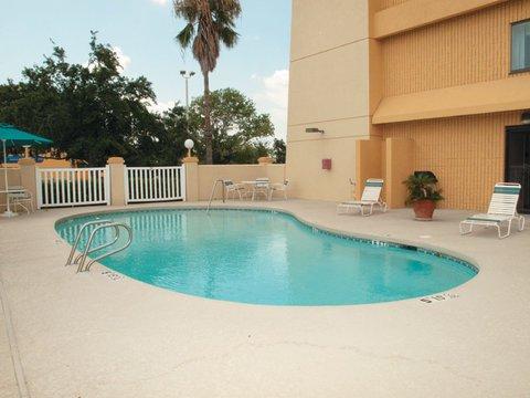 фото La Quinta Houston Baytown East Hotel 487827832