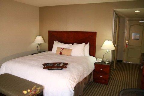 фото Hampton Inn Visalia 487834275