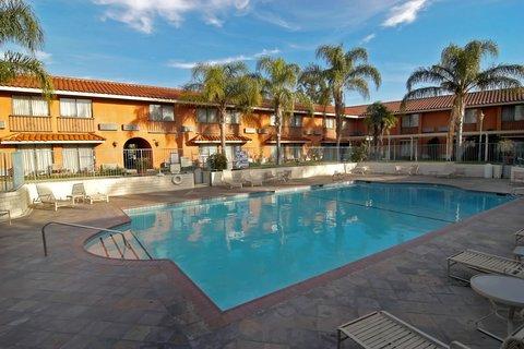 фото Anaheim Hills Inn & Suites 487847130