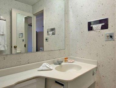 фото Howard Johnson Hotel Norwich 487848233