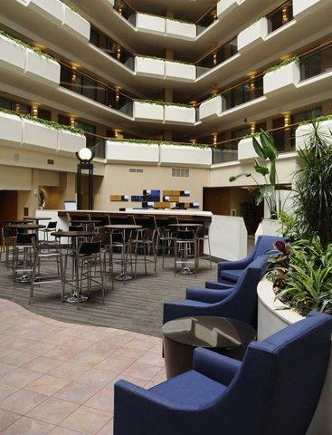 фото Embassy Suites Tysons Corner 487848980