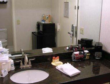 фото Fairfield Inn & Suites Cape Cod Hyannis 487855128