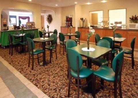 фото Comfort Suites Auburn Hills 487855439