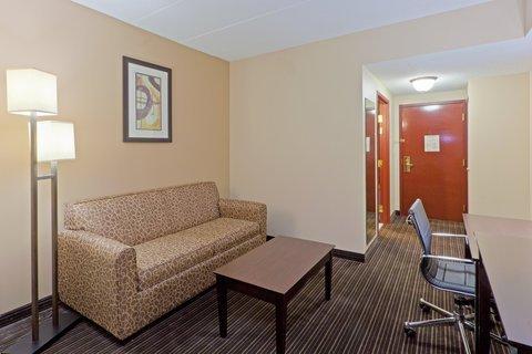 фото Holiday Inn Express Hotel & Suites Charleston/Southridge 487857487