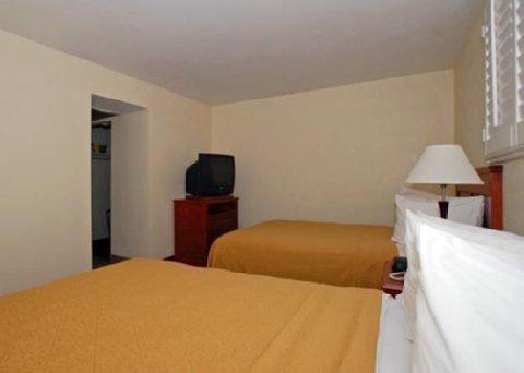 фото Days Inn & Suites Hickory 487858096