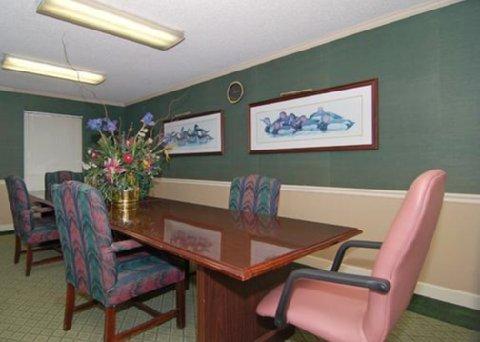 фото Econo Lodge & Suites Lake Norman 487862685