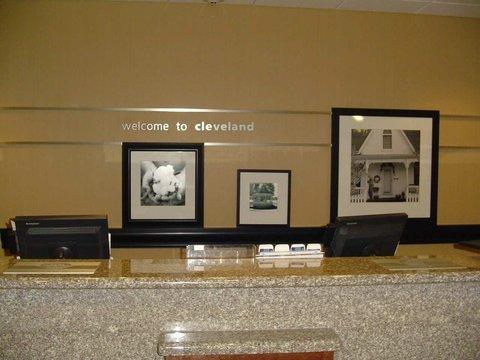 фото Hampton Inn Cleveland 487866297