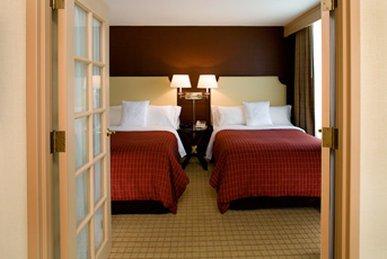 фото Sheraton Suites Elk Grove Village 487871745
