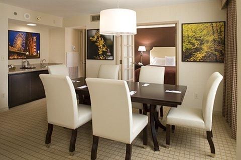 фото Sheraton Suites Elk Grove Village 487871746