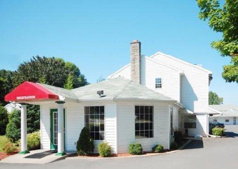 фото Econo Lodge Inn & Suites Downtown 487874477