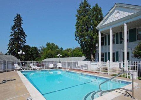 фото Econo Lodge Inn & Suites Downtown 487874480
