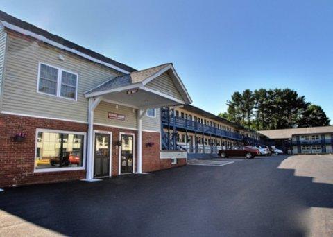 фото Econo Lodge Glens Falls 487876978