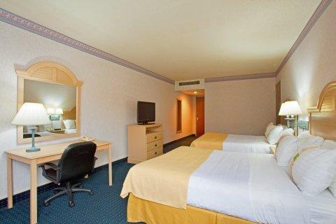 фото West Bay Beach, A Holiday Inn Resort 487878620