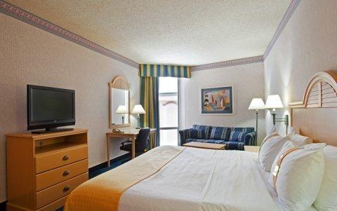 фото West Bay Beach, A Holiday Inn Resort 487878622