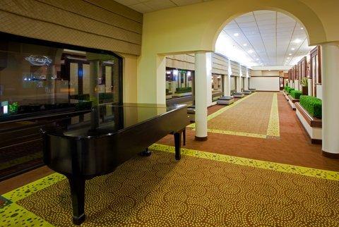 фото Holiday Inn Hotel & Suites Alexandria Historic District 487880480