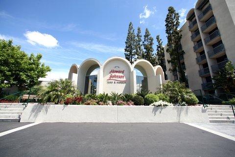 фото Howard Johnson Anaheim Hotel and Water Playground 487882604
