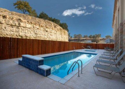 фото Comfort Inn & Suites near Comanche Peak 487887998