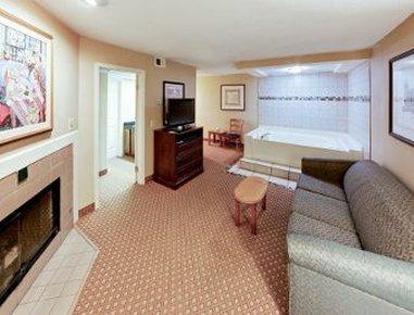 фото Hawthorn Suites by Wyndham Detroit Warren 487897906