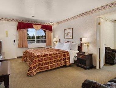фото Days Inn Ukiah/Gateway to Redwoods Wine Country 487902676