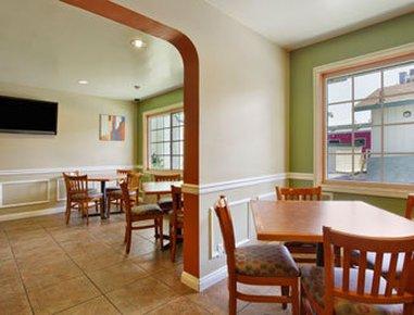 фото Travelodge Inn and Suites Anaheim 487915509