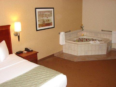 фото La Quinta Inn & Suites Erie 487920292