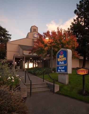 фото Best Western PLUS Inn at the Vines 487921352