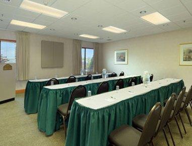 фото Auburn Hills Hotel & Suites 487923240