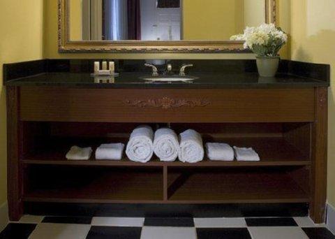 фото Quality Inn & Suites Maison St. Charles 487925089