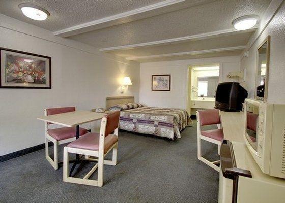 фото Rodeway Inn & Suites Fenton 487927374
