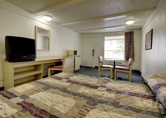 фото Rodeway Inn & Suites Fenton 487927378