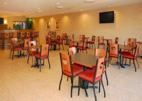 фото Comfort Suites Phoenix-Glendale 487931604