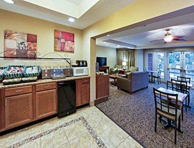 фото Hawthorn Suites by Wyndham 487935708