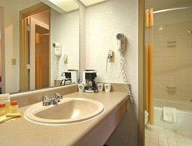 фото Days Inn Leavenworth 487939921