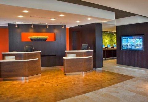фото Holiday Inn Woodland Hills 487944028