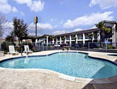 фото Super 8 Motel Donna 487948431