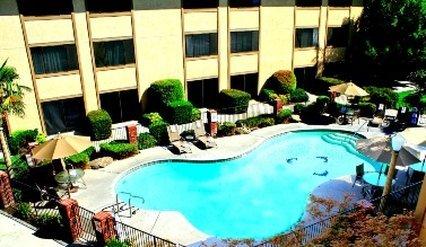 фото University Square Hotel 487948612