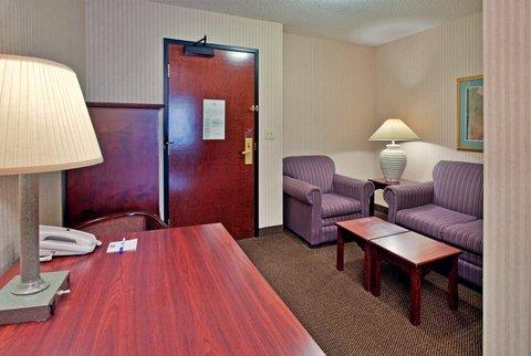 фото Holiday Inn Express Hotel - Hutchinson (At the Mall) 487950339
